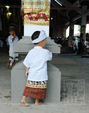 Bali.Boy.Column_h.jpg