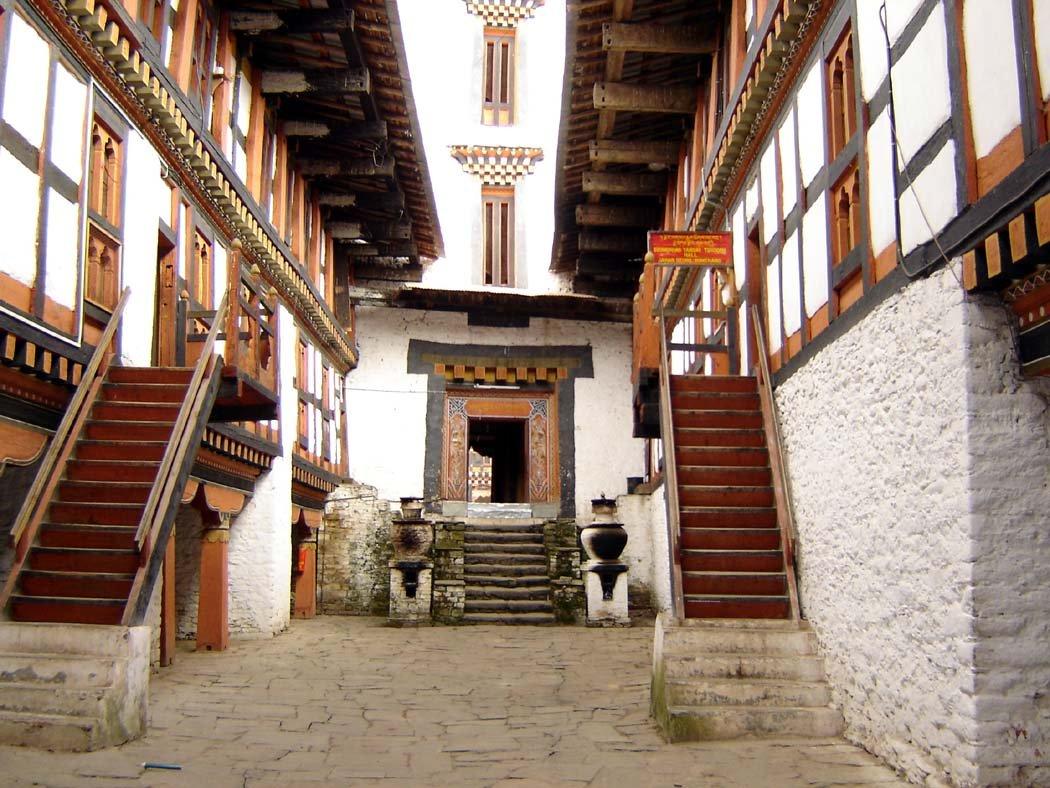 Tzong interior