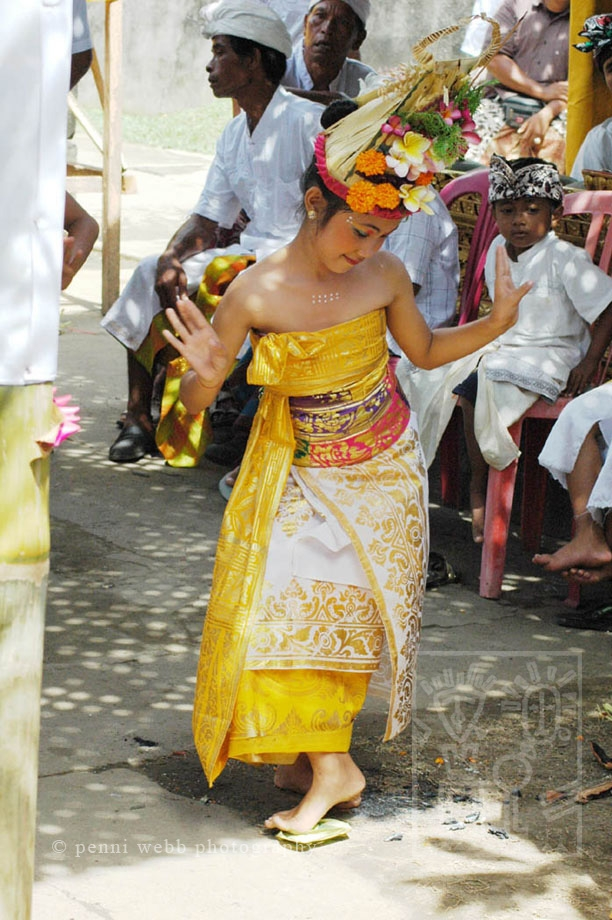 Dancing_Bali_Girl_0064_wm