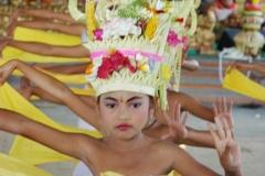 Dancers_in_unison_h