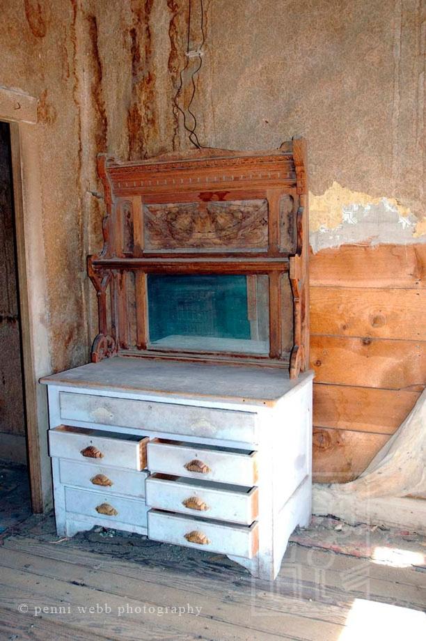 Bodie dresser